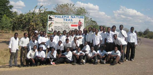 Hinweisschild Naturlehrpfad an der M1 (Mzuzu-Karonga)